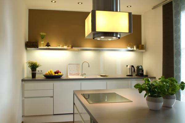 Moderne Küche Mit Kochinsel Ihr Küchenstudio Im Saale Orla Kreis