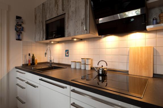 Küche mit Holzoptik-Front - Ihr Küchenstudio im Saale-Orla-Kreis