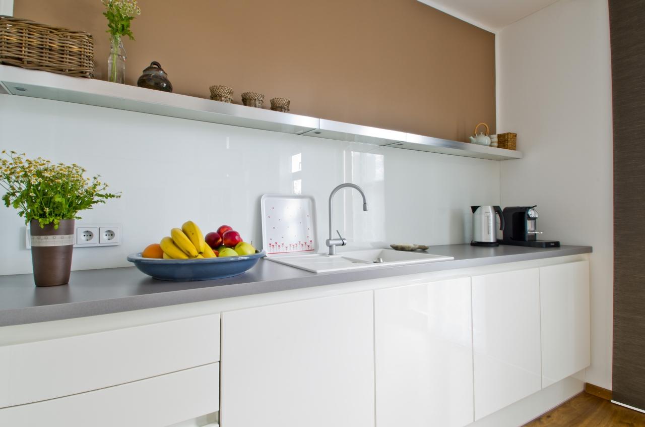 Zeitlos moderne grifflos kuche ihr kuchenstudio im for Küche grifflos
